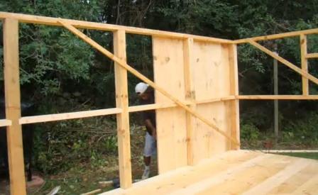 Стены деревянного домика