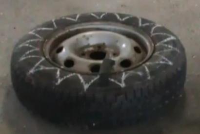 Ваза из автомобильного колеса