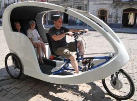 Велорикша с кабиной
