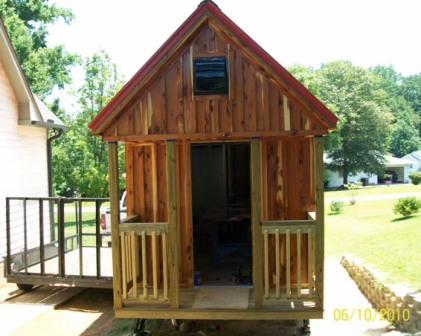 Деревянный домик на колесах