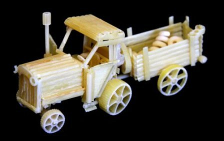 Трактор из макарон