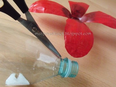 Как сделать цветы из бутылки